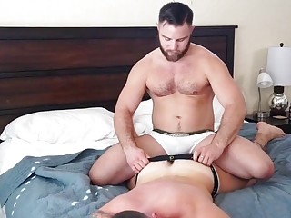 Lover hunk lets boyfriend get deep in his anus