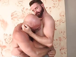 Older gay hunkle with muscles bangs a dark-haired man slut
