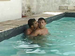 Anal in the swimming pool for two horny lads