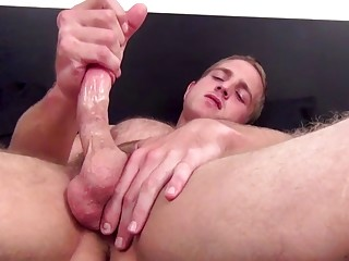 Handsome stud with big muscles strips to jerk off solo