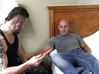 Tyson Riggs' solo session with a toy and his fist