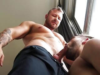 Big hunk gets off on dominating the delivery boy