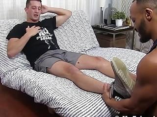 Buff foot fetish hunks play with feet and masturbate