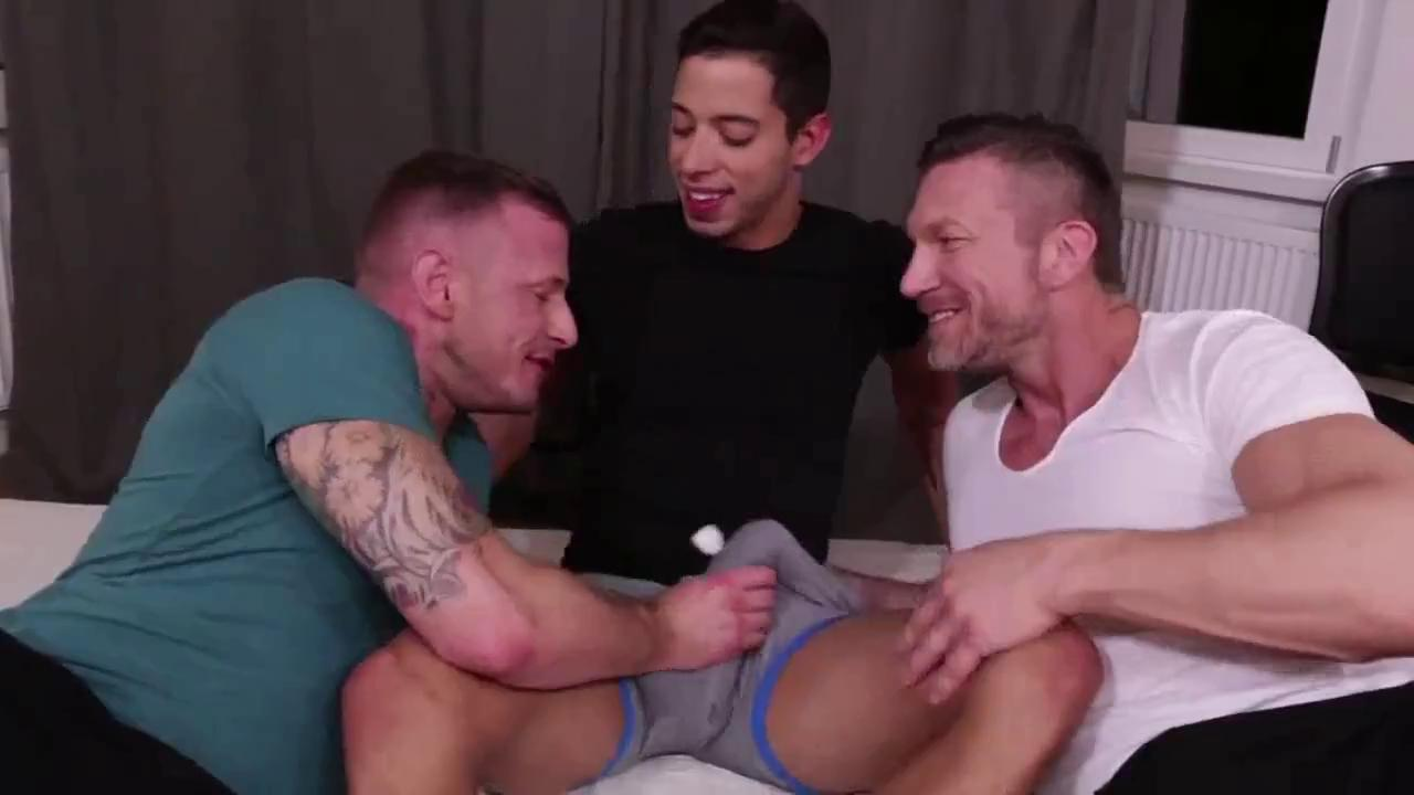 Muscle Video Gay there's so much delicious muscle in this free gay sex video